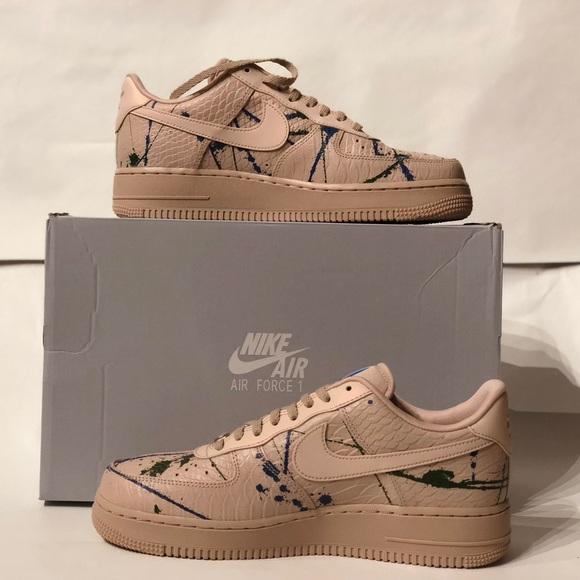 Nike Air Force 1 </div>             </div>   </div>       </div>     <div class=